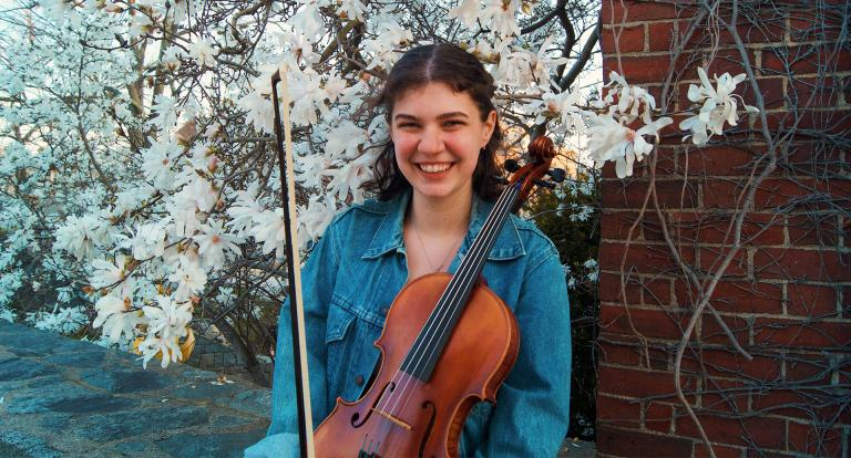 Kylie Smith with violin
