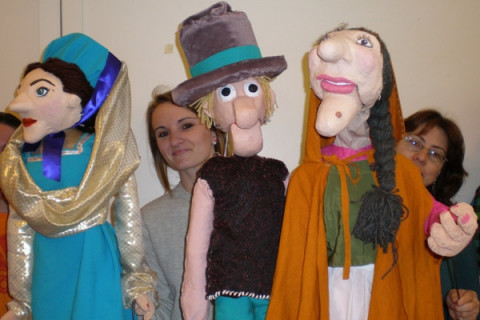 students with puppets