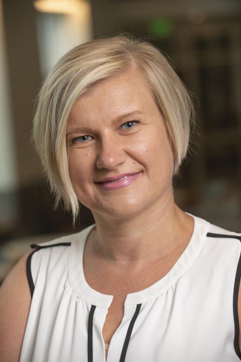 headshot of Oksana Semenova