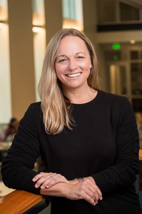 headshot of Lisa Jones
